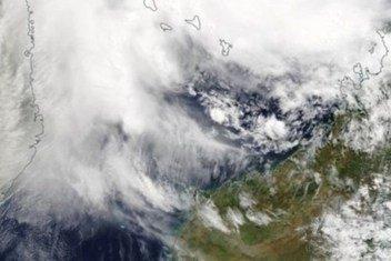 Imagen de un satélite de la NASA muestra como el ciclón tropical Kenneth se acerca a Mozambique.
