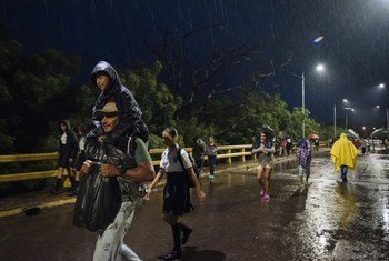 In Cucuta in Colombia, at Francisco de Paula Santander bridge, each morning at around 5 am, hundreds of children cross the border from Venezuela to head to the buses that will take them to school in Cucuta.