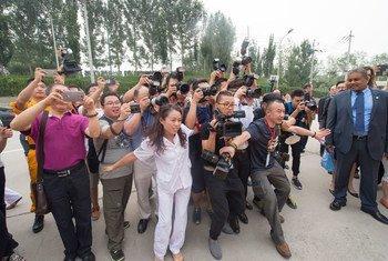 Periodistas cubre la visita del Secretario General de la ONU a Beijing en julio de 2016.