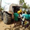 Le Sherp - un véhicule amphibie - a permis au PAM d'atteindre des communautés du nord du Mozambique isolées par le cyclone Idai et de livrer 26 tonnes de vivres sans avoir à recourir à des ponts aériens coûteux.