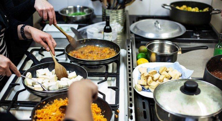 При приготовлении еды не следует расходовать продуктов больше, чем нужно. Тогда гастрономия будет «устойчивой».