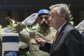 Secretary-General António Guterres lights a candle at the annual memorial service to honour United Nations personnel who have lost their lives in the line of duty since 1 January 2018, including fallen colleagues from the Funds and Programmes. (6 May 2019)