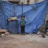 Des enfants et leurs familles vivant dans un camp de fortune difficile d'accès dans la région d'Alep, en Syrie.