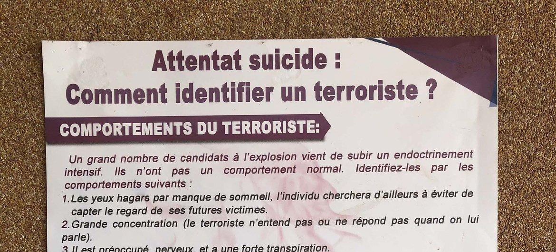 Памятка по выявлению террористов, распространяемая в одном из аэропортов Камеруна.