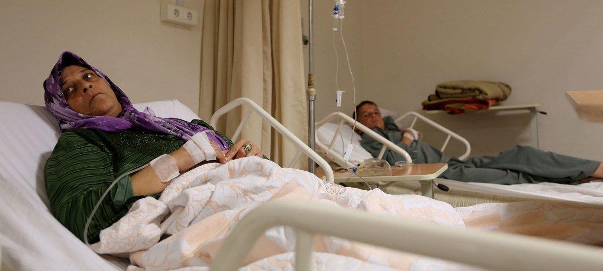 Pacientes em tratamento no Hospital do Governo de Trípoli, na Líbia.