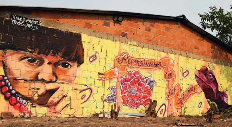 Mural abogando por los derechos indígenas en Colombia. Los defensores de los pueblos originarios sufren persecución en muchos países de América Latina.