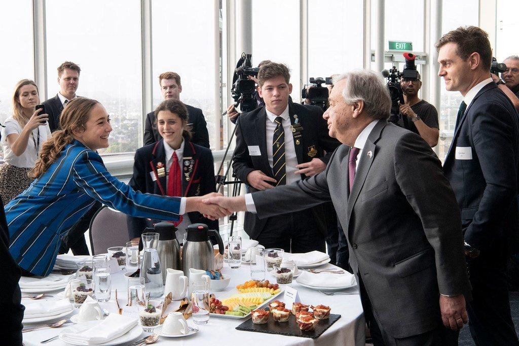 秘书长古特雷斯与新西兰土著青年举行了早餐会。