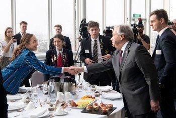 Le Secrétaire général de l'ONU, António Guterres, participe à un petit-déjeuner avec des jeunes Maoris et Pasifika pour discuter de l'action en faveur du climat