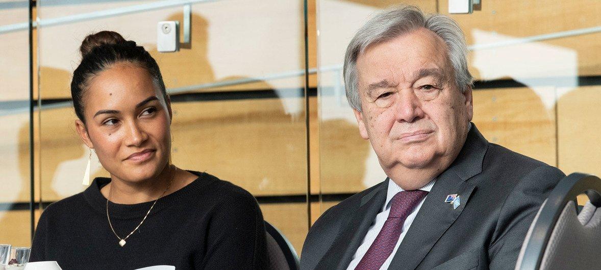 2019年5月13日, 秘书长古特雷斯(右)出席由新西兰气候变化问题部长詹姆斯·肖在奥克兰战争纪念博物馆举办的毛利和太平洋岛屿族裔气候及环境变化青年领袖活动。 (2019年5月13日)
