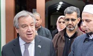 Secretário-geral da ONU visita a comunidade muçulmana em Christchurch, na Nova Zelândia.