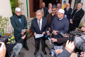 2019年5月,联合国秘书长古特雷斯前往遭受恐怖攻击的新西兰基督城,并看望了穆斯林社区。图为古特雷斯在参观了一个清真寺后向媒体发表讲话。