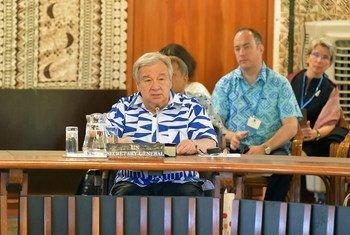 Katibu Mkuu wa UN Antonio Guterres akihutubia jukwaa la nchi za visiwa vya Bahari ya Pasifiki leo mjini Suva nchini Fiji