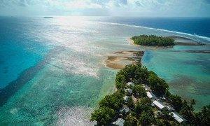 气候变化所导致的海平面上升,使图瓦卢等地处沿海低洼地区的太平洋岛国极易受到影响。