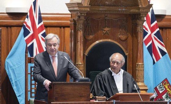 联合国秘书长古特雷斯在斐济议会发表讲话。