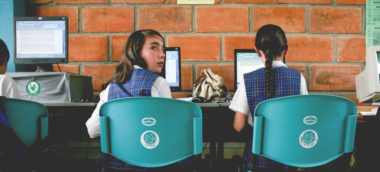 Hay contenidos de la educación y la pedagogía que hacen que muchas chicas no se sientan en confianza para hacer estudios de ciencias y matemáticas.