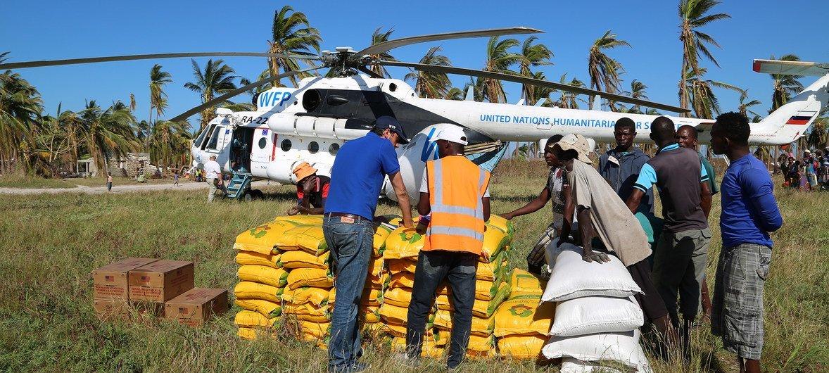 Entrega de alimentos do PMA na ilha de Matemo, Moçambique, em 8 de maio de 2019.