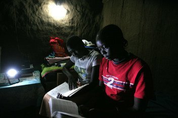 Un proyecto de energía verde que está llevando electricidad al campamento de refugiados de Kakuma en Kenia.
