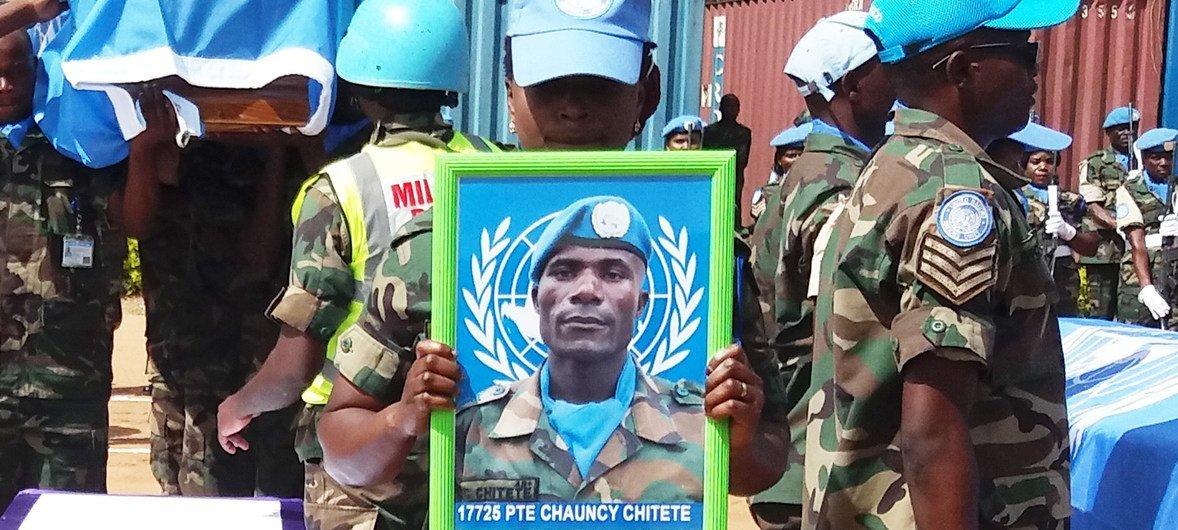 El soldado Chancy Chitete, de Malawi, fue herido fatalmente al salvar a un compañero de las fuerzas de mantenimiento de la paz de las Naciones Unidas.