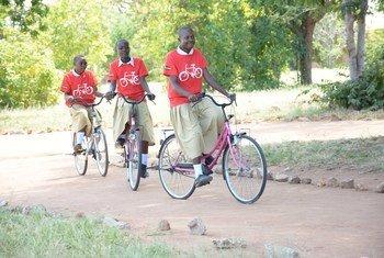 Mradi wa msichana mmoja baiskeli mojamradi wa shirika la kirai la msichana Initiative nchini Tanzania.