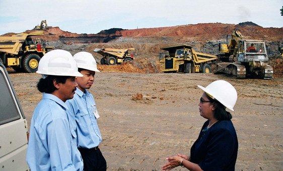 Нелла Фернандес - первая женщина на руководящей должности в горнодобывающей компании в провинции Восточный Калимантан, Индонезия.