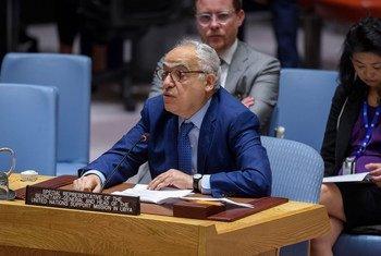 सुरक्षा परिषद को लीबिया में स्थिति से अवगत कराते विशेष प्रतिनिधि घसन सलामे.