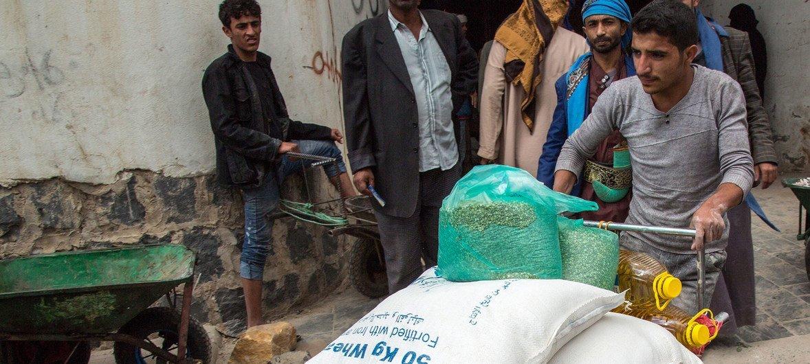 Segundo o PMA, 20,1 milhões destas pessoas sofrem com insegurança alimentar no Iêmen.