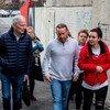 O relator especial sobre pobreza extrema e direitos humanos, Philip Alston, durante visita à região norte de Belfast.