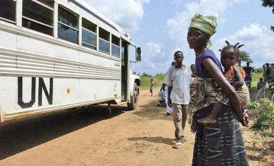 Миротворческие миссии ООН делают все, чтобы защитить местное население (Сьерра-Леоне, 2006)