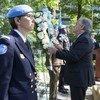 为纪念联合国维持和平人员国际日举行的敬献花圈仪式。