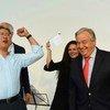 El Secretario General de la ONU junto al mensajero de la paz, el chelista Yo Yo Ma, durante el Día de Acción en Viena.