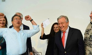 The UN Secretary-General António Guterres (r) meets cellist and UN Messenger of Peace, Yo-Yo Ma in Vienna during a Day of Action.