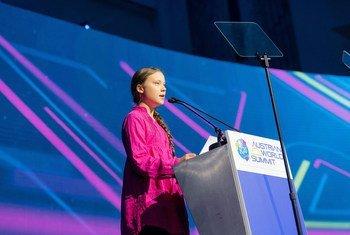 Greta Thunberg, La activista sueca de 16 años Greta Thunberg, que originó un movimiento de protesta estudiantil contra el calentamiento global, habla en la Cumbre Mundial Austriaca R20 de 2019.