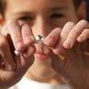 विश्व स्वास्थ्य संगठन के अनुसार तम्बाकू सेवन व धूम्रपान से हर साल लगभग 80 लाख लोगों की मौत हो जाती है. (फ़ाइल)