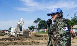 दक्षिण सूडान में परिवहन ढांचे को पुनर्स्थापित करने के प्रयासों के तहत दक्षिण कोरिया के इंजीनियर वहां सड़कों की मरम्मत करने के काम में जुटे हैं.