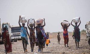 दक्षिण सूडान के पिबोर में स्थानीय महिलाएं.