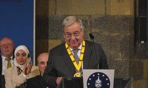 Secretário-geral da ONU, António Guterres, recebe Guterres recebe Prêmio Carlos Magno