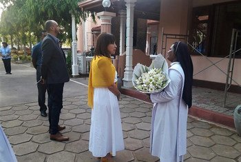 Hanna Singer, UN Resident Coordinator in Sri Lanka, pays a visit to a church in Katuwapitiya, Negombo.