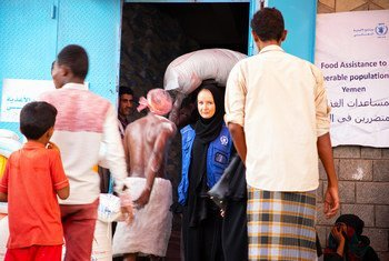 People in the Yememi port city of Hudaydah have been provided with vouchers by the World Food Programme which they can exchange for food. (March 2019)