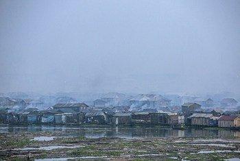Les émissions des véhicules, les générateurs diesel, la combustion de la biomasse et les déchets ont tous contribué à la mauvaise qualité de l'air dans la Lagune de Lagos au Nigeria. (Archive 2016)