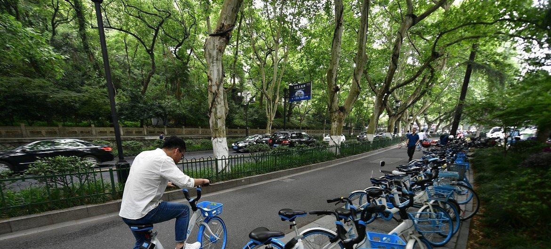 Estacionamiento de bicicletas públicas en Hangzhou, China