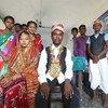 Adolescentes en Nepal realizan una dramatización del matrimonio infantil.