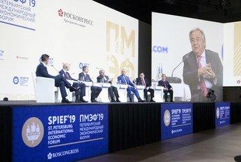 الأمين العام أنطونيو غوتيريش أثناء إلقاء كلمته في الجلسة الافتتاحية لمنتدى سان بطرسبرغ الاقتصادي الدولي 2019 (SPIEF).