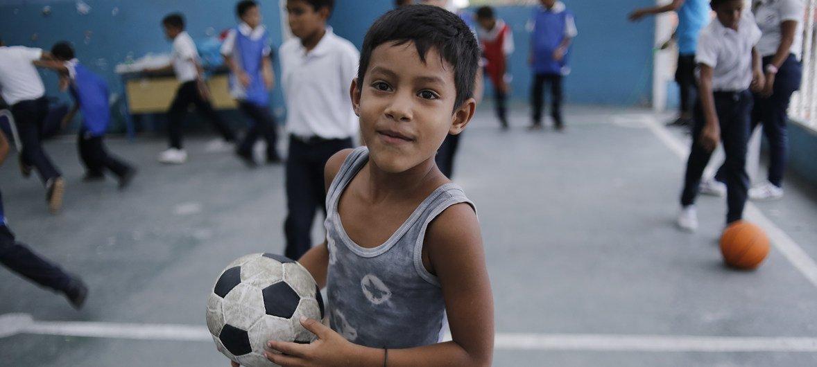 Uno de cada tres niños en Venezuela necesita ayuda humanitaria | Noticias ONU