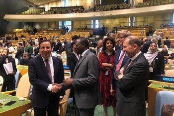 وزير الخارجية التونسي السيد خميس الجهيناوي يتلقى التهاني لفوز تونس بمقعد في مجلس الأمن.