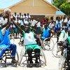 Deportisras con discapacidad jugando al baloncesto en Sudán del Sur.