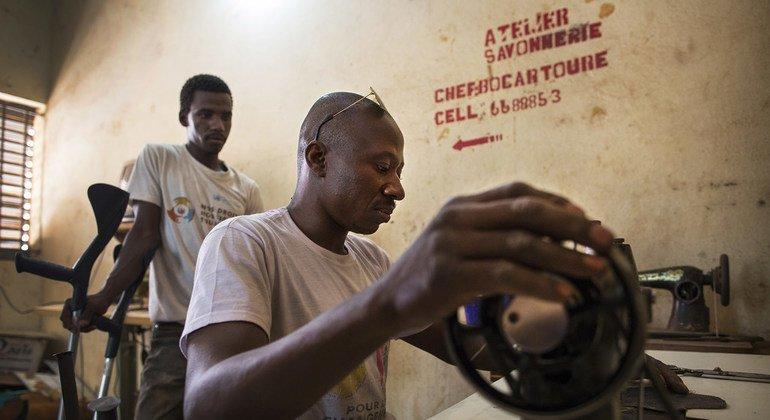 Conflits, crises humanitaires et climatique exposent les personnes handicapées à de graves préjudices (ONU)