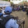 Des Casques bleus de la Mission des Nations Unies au Mali (MINUSMA) mènent une réunion sur la justice et la réconciliation dans la région de Mopti, dans le centre du Mali.