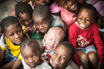 白化病是一种非传染性的罕见遗传病,涉及全球各国、各性别和各民族的人口。