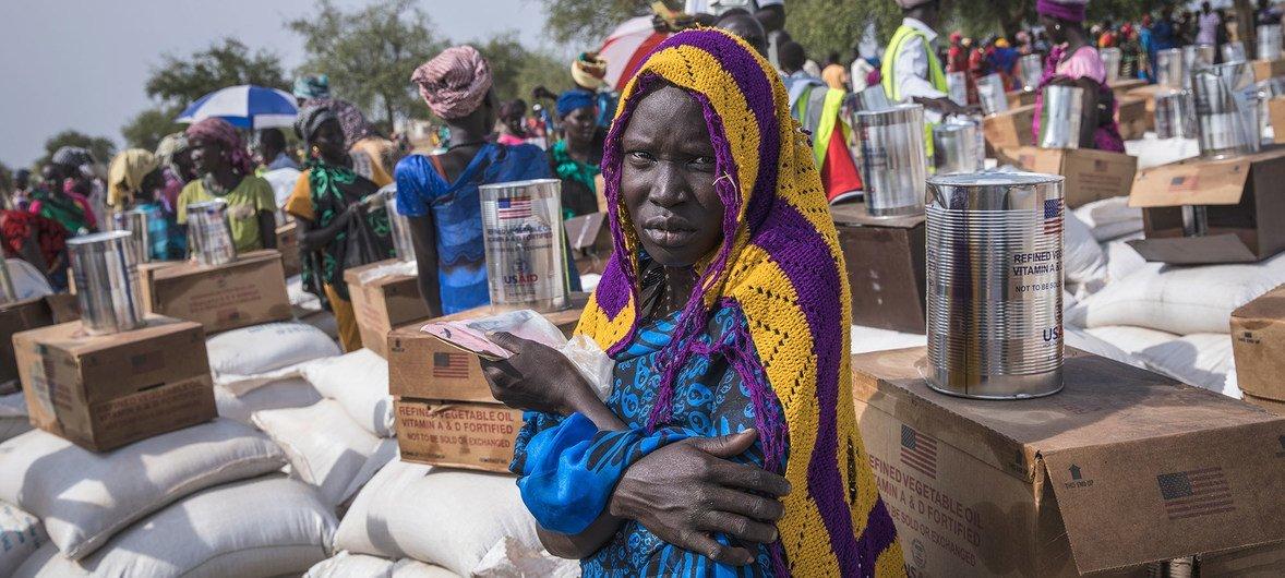 世界粮食计划署在南苏丹皮耶里( Pieri)分发粮食,以援助当地的2万9000人,其中6600人是五岁以下的儿童。 (2019年2月5日图片)