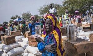 """تكتيكات """"التجويع"""" في الحرب الأهلية المستمرة لثماني سنوات أجبرت الملايين في جنوب السودان على الاعتماد على عمليات توزيع المواد الغذائية التي يقدمها برنامج الأغذية العالمي التابع للأمم المتحدة."""